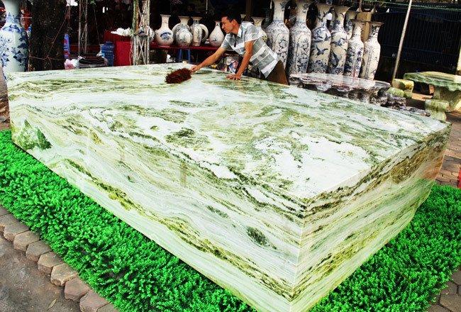 Đấu thắng tỷ phú Trung Quốc, đại gia Việt mua khối ngọc 5 tấn lớn nhất châu Á - Ảnh 1