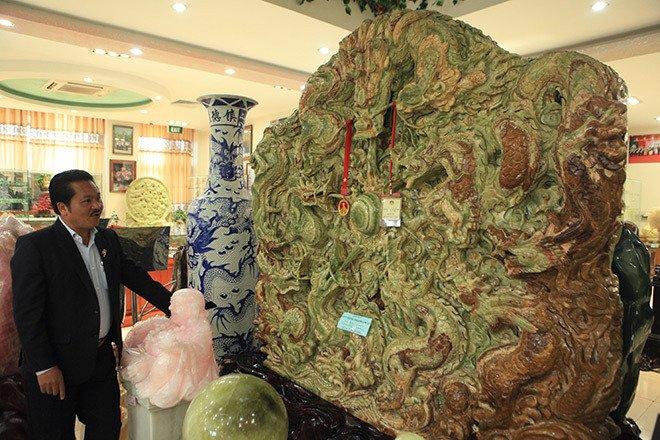 Đấu thắng tỷ phú Trung Quốc, đại gia Việt mua khối ngọc 5 tấn lớn nhất châu Á - Ảnh 15