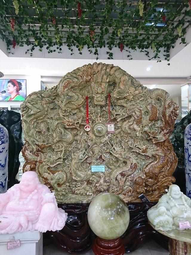 Đấu thắng tỷ phú Trung Quốc, đại gia Việt mua khối ngọc 5 tấn lớn nhất châu Á - Ảnh 19