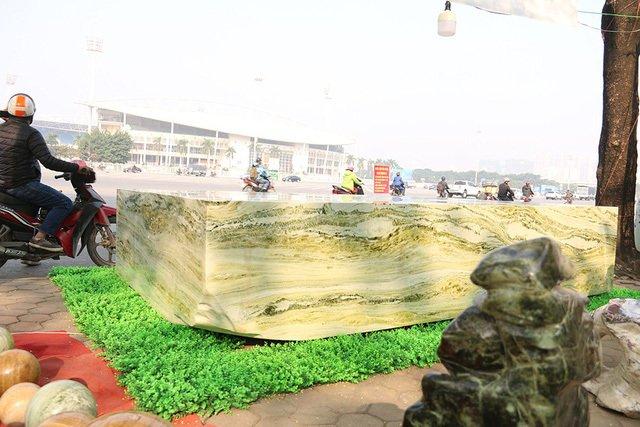Đấu thắng tỷ phú Trung Quốc, đại gia Việt mua khối ngọc 5 tấn lớn nhất châu Á - Ảnh 2