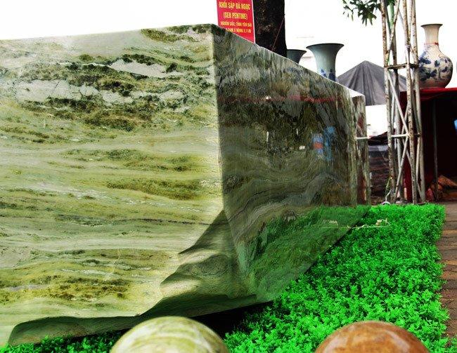 Đấu thắng tỷ phú Trung Quốc, đại gia Việt mua khối ngọc 5 tấn lớn nhất châu Á - Ảnh 3
