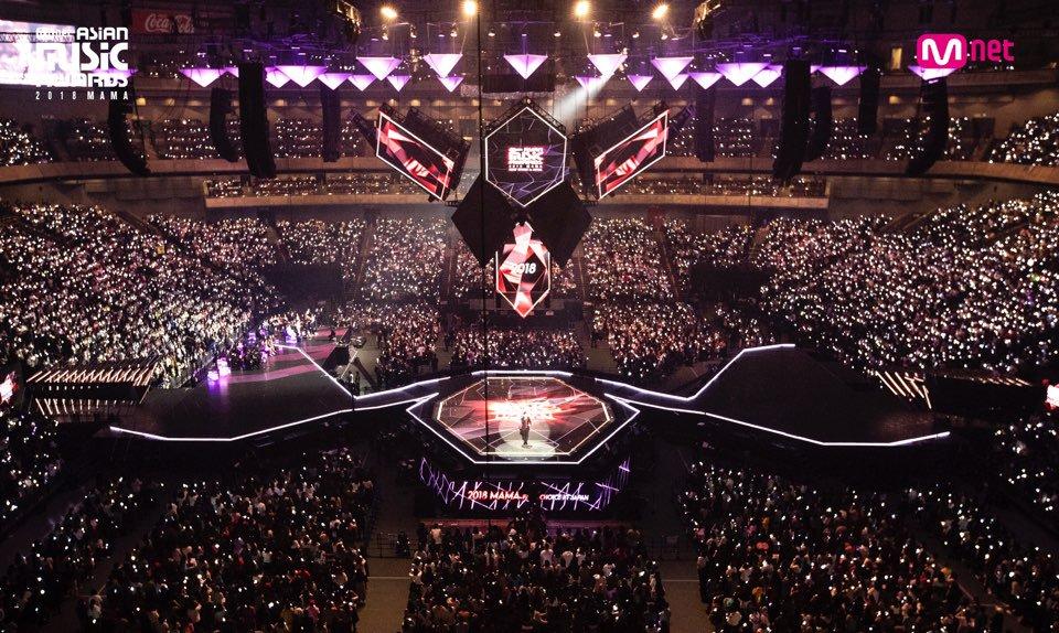 Gặp sự cố nghiêm trọng tại MAMA 2018, Lai Kuan Lin (Wanna One) xử lý đầy chuyên nghiệp khiến fan châu Á 'ngả mũ thán phục' - Ảnh 1