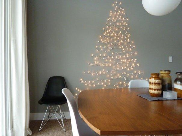 Cây thông Giáng Sinh lung linh với dây đèn LED nhấp nháy
