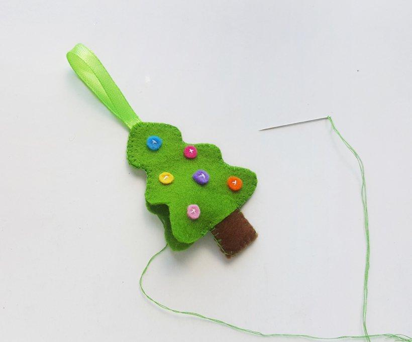 Khâu ruy băng để có sợi vải cầm tay và dễ treo trang trí
