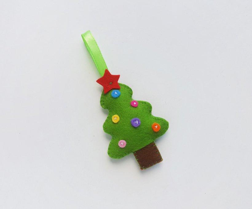 Mách bạn cách làm cây thông Noel bằng vải nỉ đơn giản