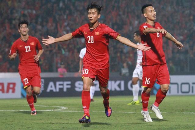 Xúc động với món quà 'có 1 không 2' các nghệ sĩ gửi đến đội tuyển Việt Nam trước trận chung kết lượt về AFF Cup 2018 - Ảnh 2