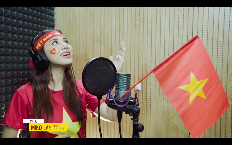 Xúc động với món quà 'có 1 không 2' các nghệ sĩ gửi đến đội tuyển Việt Nam trước trận chung kết lượt về AFF Cup 2018 - Ảnh 5