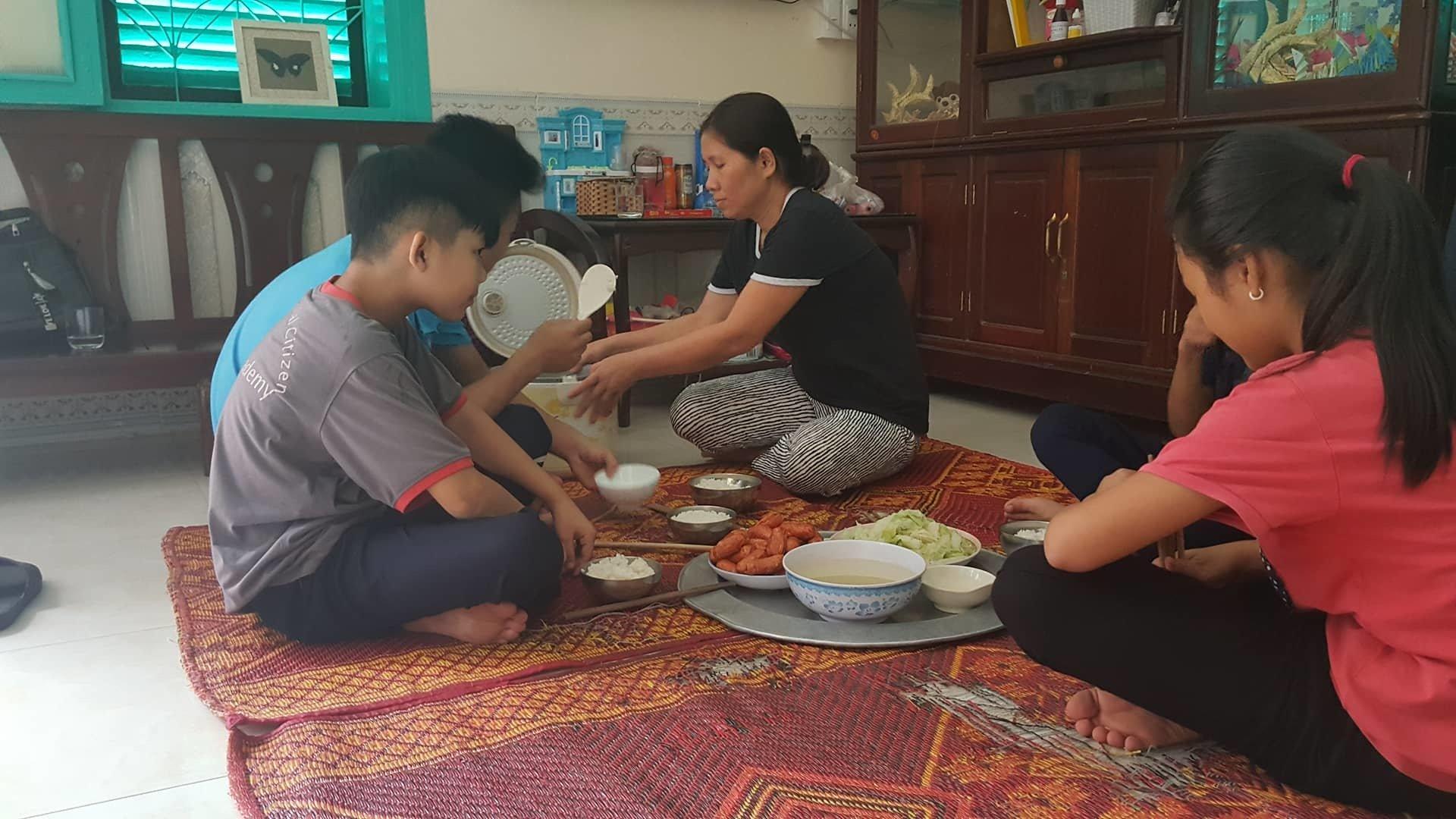Người mẹ đơn thân nuôi 7 con trong căn nhà đặc biệt giữa lòng Hà Nội - Ảnh 4