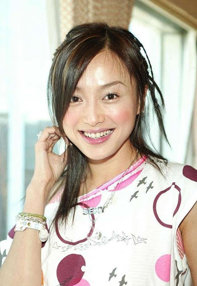 Nhan sắc thời trẻ của Hoàng hậu Tần Lam: So với bây giờ khác một trời một vực - Ảnh 3