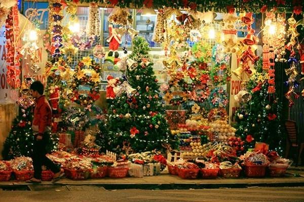Phố người Hoa dịp Noel được trang trí rực rỡ