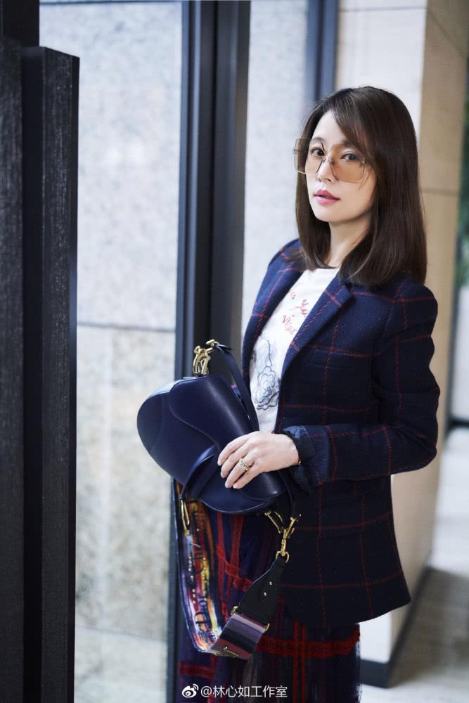 Trang phục 10 ngàn USD của Lâm Tâm Như được ví giống... rèm cửa - Ảnh 10