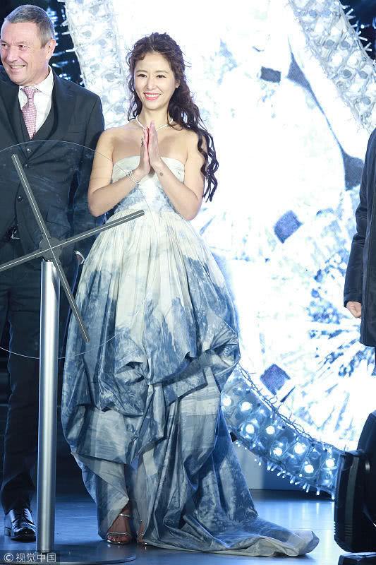 Trang phục 10 ngàn USD của Lâm Tâm Như được ví giống... rèm cửa - Ảnh 6