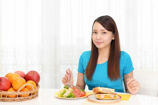 Bữa tối quyết định tuổi thọ? Chuyên gia dinh dưỡng: Bữa tối lành mạnh, không thể phạm bốn sai lầm - Ảnh 5