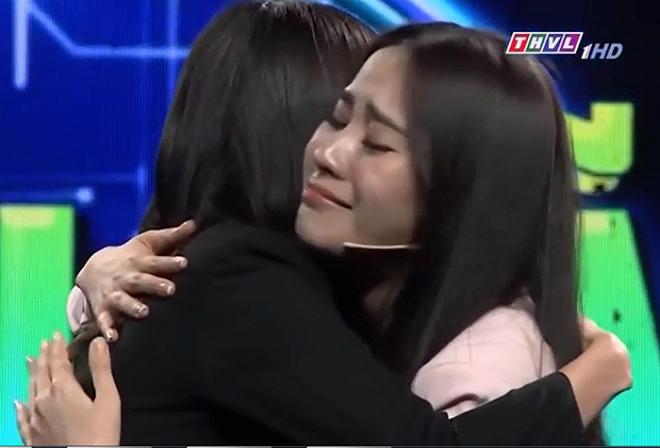 Không ngờ tưng tưng như chị em Nam Em - Nam Anh cũng có lúc ôm nhau khóc nức nở vì người anh trai thiệt thòi - Ảnh 3