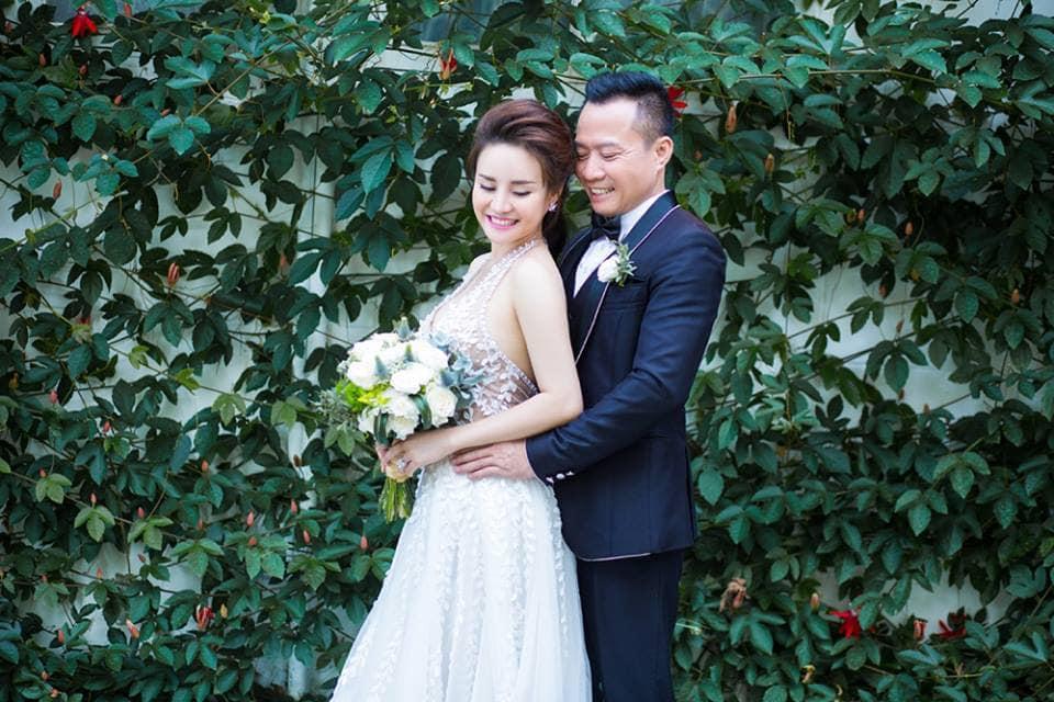 Sau nhiều năm chung sống, Vy Oanh bất ngờ tung ảnh cưới đẹp như cổ tích với chồng đại gia hơn 15 tuổi - Ảnh 2