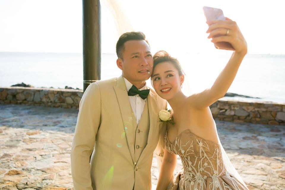 Sau nhiều năm chung sống, Vy Oanh bất ngờ tung ảnh cưới đẹp như cổ tích với chồng đại gia hơn 15 tuổi - Ảnh 3