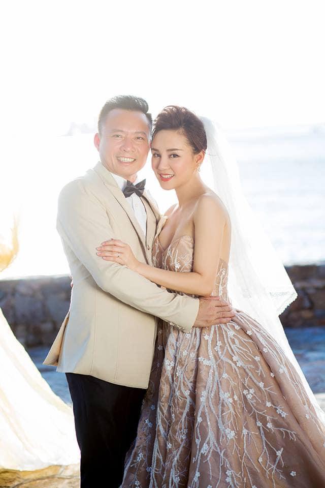 Sau nhiều năm chung sống, Vy Oanh bất ngờ tung ảnh cưới đẹp như cổ tích với chồng đại gia hơn 15 tuổi - Ảnh 4