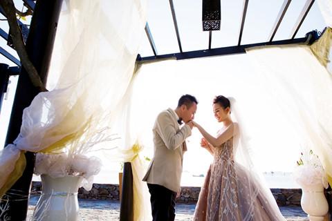 Sau nhiều năm chung sống, Vy Oanh bất ngờ tung ảnh cưới đẹp như cổ tích với chồng đại gia hơn 15 tuổi - Ảnh 6