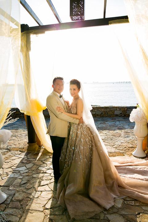 Sau nhiều năm chung sống, Vy Oanh bất ngờ tung ảnh cưới đẹp như cổ tích với chồng đại gia hơn 15 tuổi - Ảnh 7