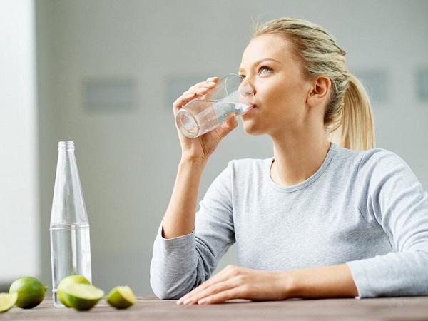 Uống nước vào 4 khung giờ này, giảm cân sẽ cực kỳ đơn giản - Ảnh 1