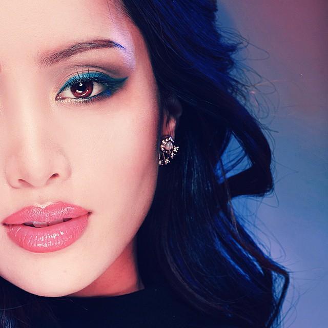 2 bí kíp makeup đơn giản nhưng max xinh của Michelle Phan: một kiểu sang chảnh, một kiểu hack tuổi cực hiệu quả - Ảnh 1