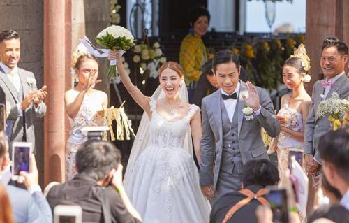 Bà xã Hoa hậu của tài tử Trịnh Gia Dĩnh đăng ảnh đến Việt Nam du lịch, vui vẻ khoe bụng bầu 7 tháng - Ảnh 1