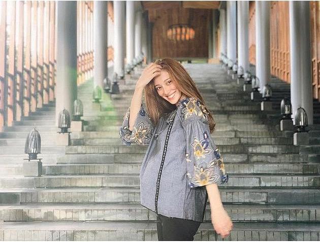 Bà xã Hoa hậu của tài tử Trịnh Gia Dĩnh đăng ảnh đến Việt Nam du lịch, vui vẻ khoe bụng bầu 7 tháng - Ảnh 5