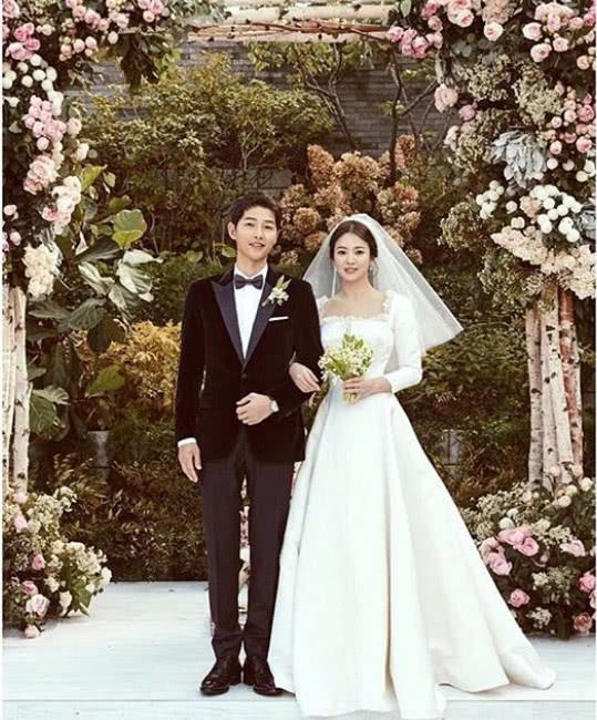 Rộ tin đồn cặp đôi Song Hye Kyo – Song Joong Ki ly hôn vì người thứ ba - Ảnh 1