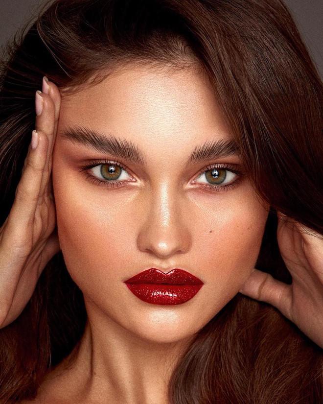 Phụ nữ muốn cuốn hút, xinh đẹp lộng lẫy trong ngày Valentine, học ngay 3 phong cách trang điểm này - Ảnh 7