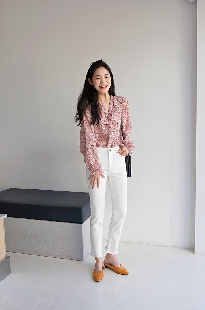 Quên quần áo dày dặn mùa lạnh đi, nàng công sở cứ sắm 5 items này là đủ mặc đẹp từ Xuân sang Hè - Ảnh 1