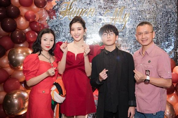 4 ông bố của sao Việt nổi tiếng phong độ, đẹp trai như nghệ sĩ khiến fan lần nào nhìn thấy cũng trầm trồ không thôi - Ảnh 9