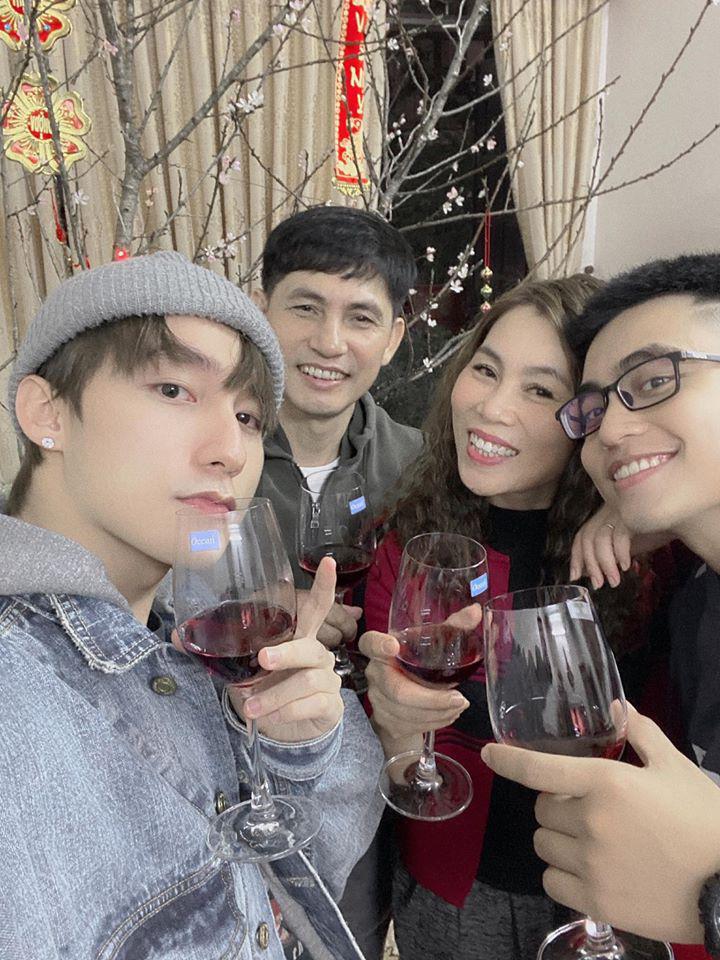 4 ông bố của sao Việt nổi tiếng phong độ, đẹp trai như nghệ sĩ khiến fan lần nào nhìn thấy cũng trầm trồ không thôi - Ảnh 13