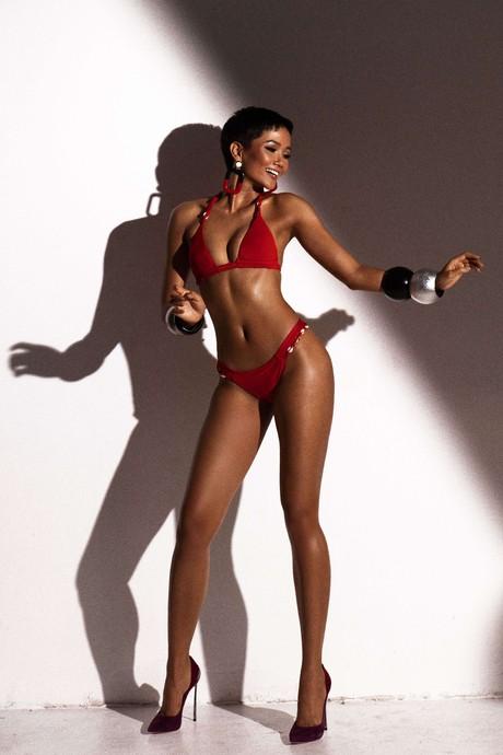 hoa hau hhen nie dien bikini 2