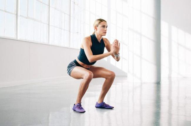 Muốn lấy lại vóc dáng thon gọn trước 30/4, học ngay bài tập giảm cân toàn thân cấp tốc này - Ảnh 2