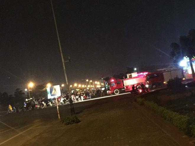 Hà Nội: Chứng kiến tai nạn giao thông, người dân cuống cuồng gọi cứu hỏa đến hiện trường và câu chuyện ấm áp tình người sau đó - Ảnh 2