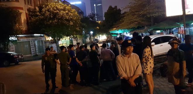 Hà Nội: Công an đang xác minh danh tính nạn nhân vụ tai nạn kinh hoàng trong đêm - Ảnh 1