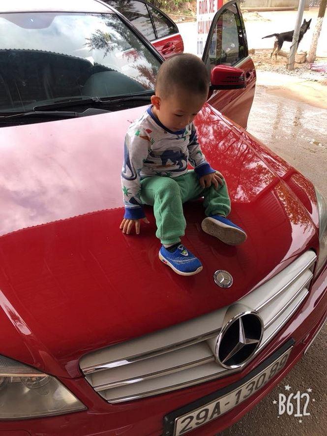 Hiệp Gà khoe mới mua lại xe Mercedes tiền tỷ bằng tiền dành dụm - Ảnh 1