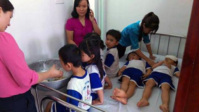Vụ hơn 70 học sinh nghi ngộ độc sữa Nutifood: Học sinh nhập viện xong mới cho tập huấn - Ảnh 2