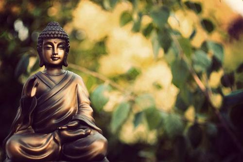 Phật dạy: Im lặng là vàng, nhẫn nhịn là bạc, giúp người là đức, chịu thiệt là phú - Ảnh 1