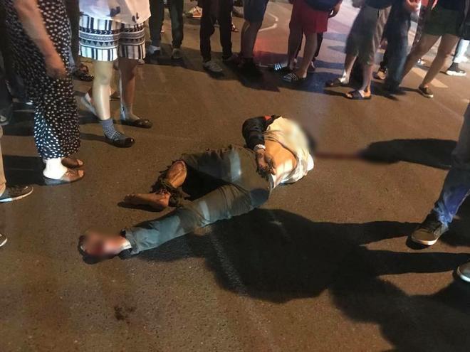 Hà Nội: Nhẫn tâm kéo lê nạn nhân hàng trăm mét trên đường sau va chạm, tài xế xe bán tải bị người dân đuổi đánh trong đêm - Ảnh 2