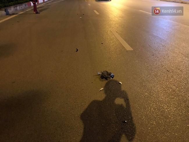 Hà Nội: Nhẫn tâm kéo lê nạn nhân hàng trăm mét trên đường sau va chạm, tài xế xe bán tải bị người dân đuổi đánh trong đêm - Ảnh 6
