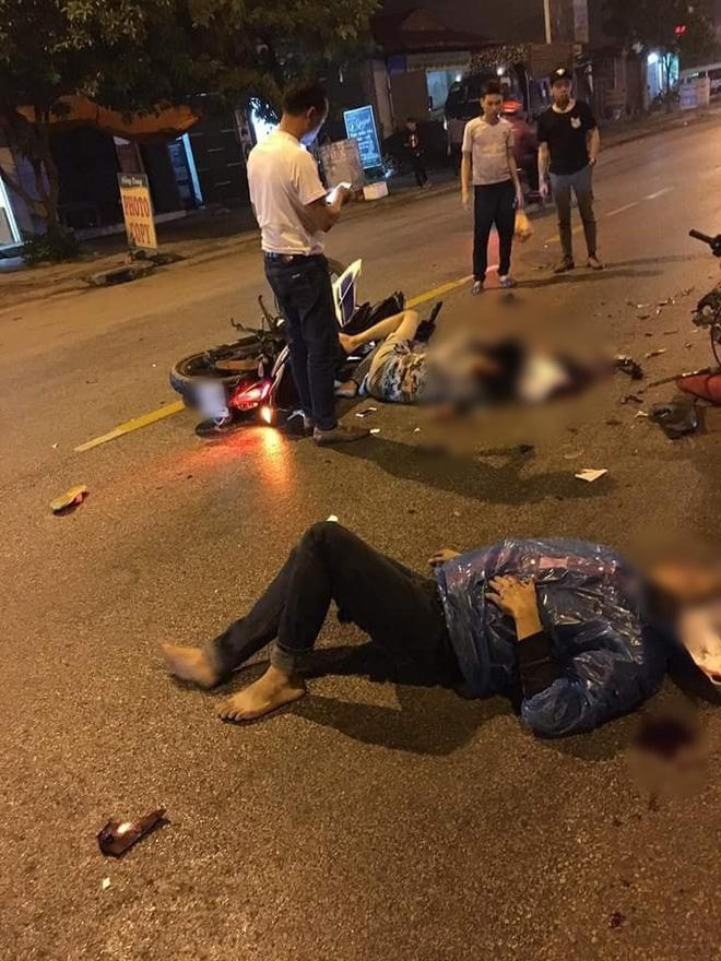 Bắc Ninh: Va chạm kinh hoàng trong đêm, 2 nam thanh niên đi Exciter thương vong, 1 thai phụ nhập viện cấp cứu - Ảnh 1