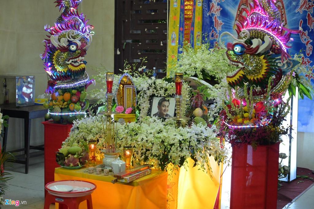 Phương Thanh, Minh Nhí rơi nước mắt giây phút tiễn đưa Anh Vũ - Ảnh 1