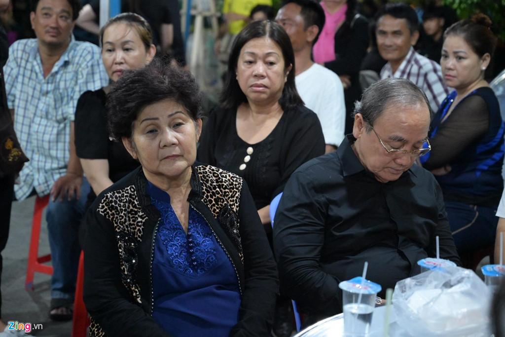 Phương Thanh, Minh Nhí rơi nước mắt giây phút tiễn đưa Anh Vũ - Ảnh 2