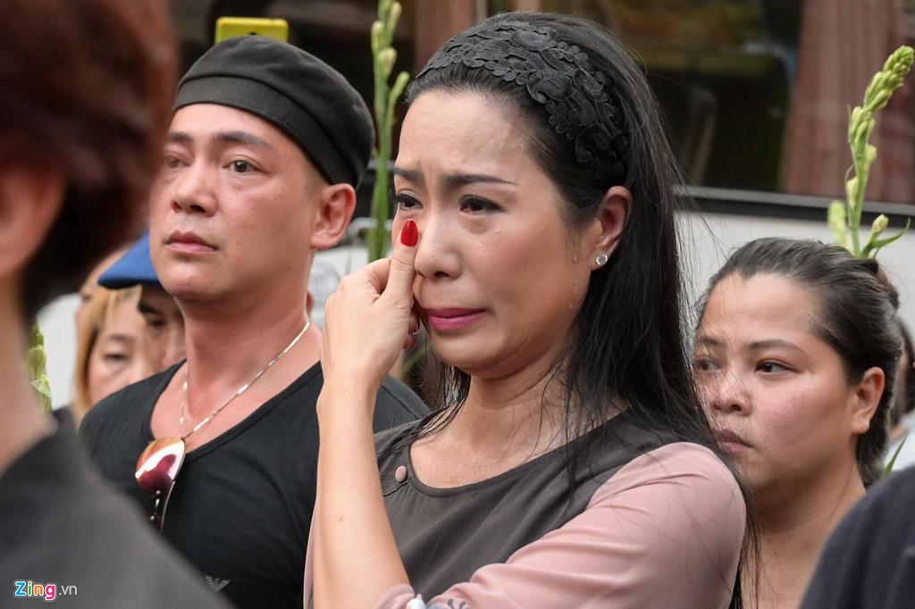 Phương Thanh, Minh Nhí rơi nước mắt giây phút tiễn đưa Anh Vũ - Ảnh 9