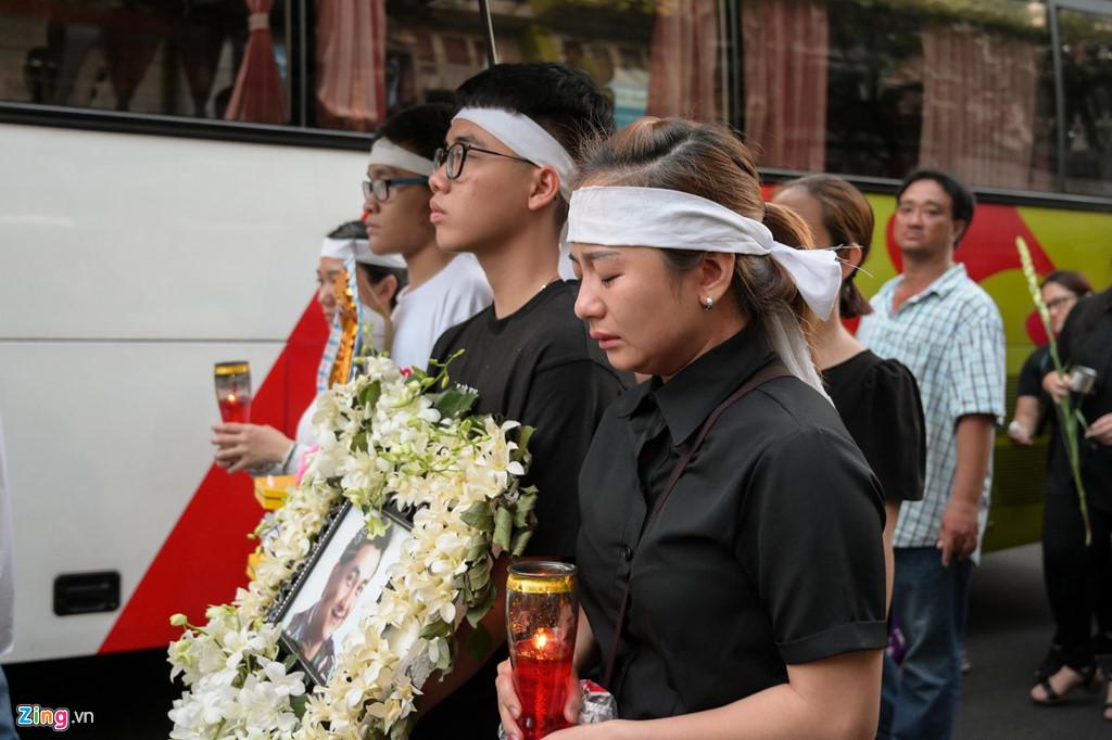 Phương Thanh, Minh Nhí rơi nước mắt giây phút tiễn đưa Anh Vũ - Ảnh 15