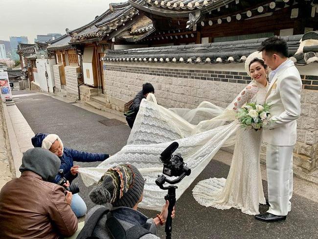 Sau 11 năm kết hôn, mẹ 3 con Ốc Thanh Vân e ấp bên ông xã, quyết 'cưới lại' lần nữa - Ảnh 1
