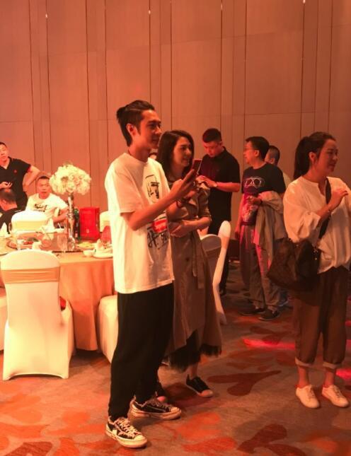 Xuất hiện vui vẻ bên Trương Đan Phong, Hồng Hân đã thật sự tha thứ cho người chồng bội bạc? - Ảnh 3