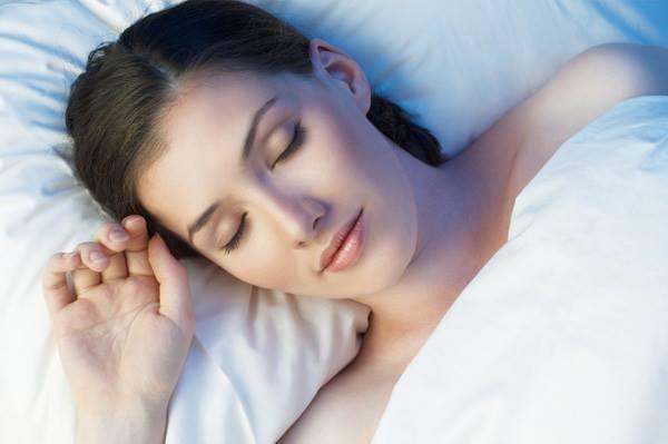 Thoa dầu dừa theo cách này trước khi ngủ, mọi khuyết điểm 'tan biến' sau vài ngày, da trắng hồng, không tì vết như em bé - Ảnh 2