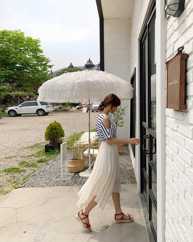 Các mẫu váy phát huy tác dụng 'kéo dài chân' vô cùng tiện lợi cho các nàng 'nấm lùn' - Ảnh 11